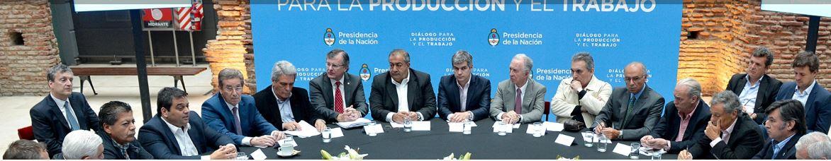 La CGT oficialista recibió migajas del Gobierno y los empresarios y no hará paro. FOTO: CASA ROSADA.