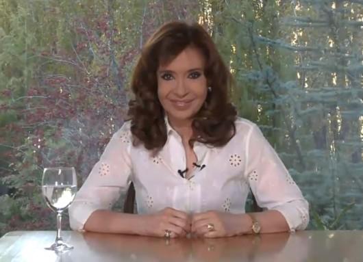 Cristina Fernández denuncia que Macri ahora persigue a su mamá. FOTO: CFK