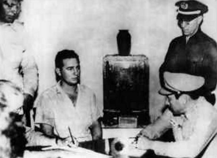 Fidel Castro al momento de ser detenido tras el fallido asalto al Cuartel Moncadael 26 de Julio de 1953.