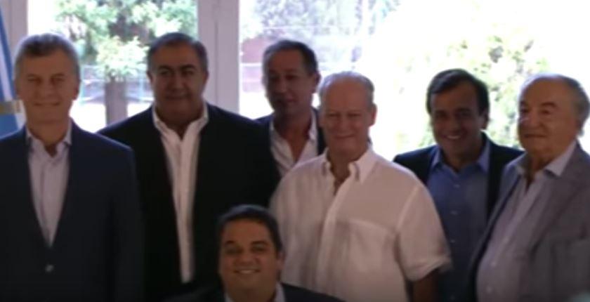 Macri acompañado de los sindicalistas derechistas Daer, Maturano, Andrés Rodríguez y Armando Cavallieri entre otros. Sentado el Ministro Triacca (h).