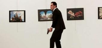 MUNDO – Europa | Policía turco asesina en público a Embajador de Rusia.