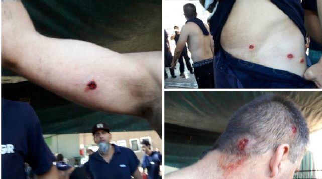 La Gendarmería y la Policía Federal dispararon balas de goma contra los familiares de los trabajadores del Grupo Clarín despedidos.