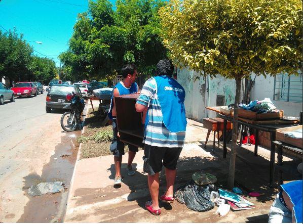 Militantes de La Cámpora ayudan a los damnificados de La Emilia. Vidal de vacaciones y el Estado provincial ausente.
