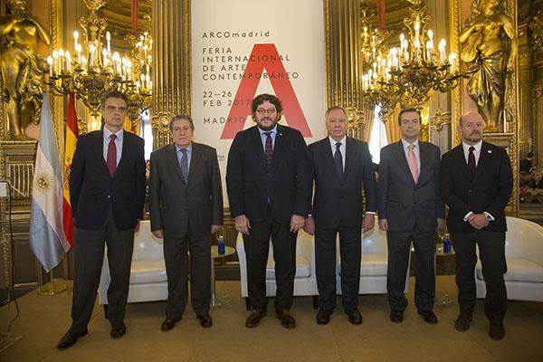 Delegación de la sospechosa participación argentina en ARCO-Madrid.
