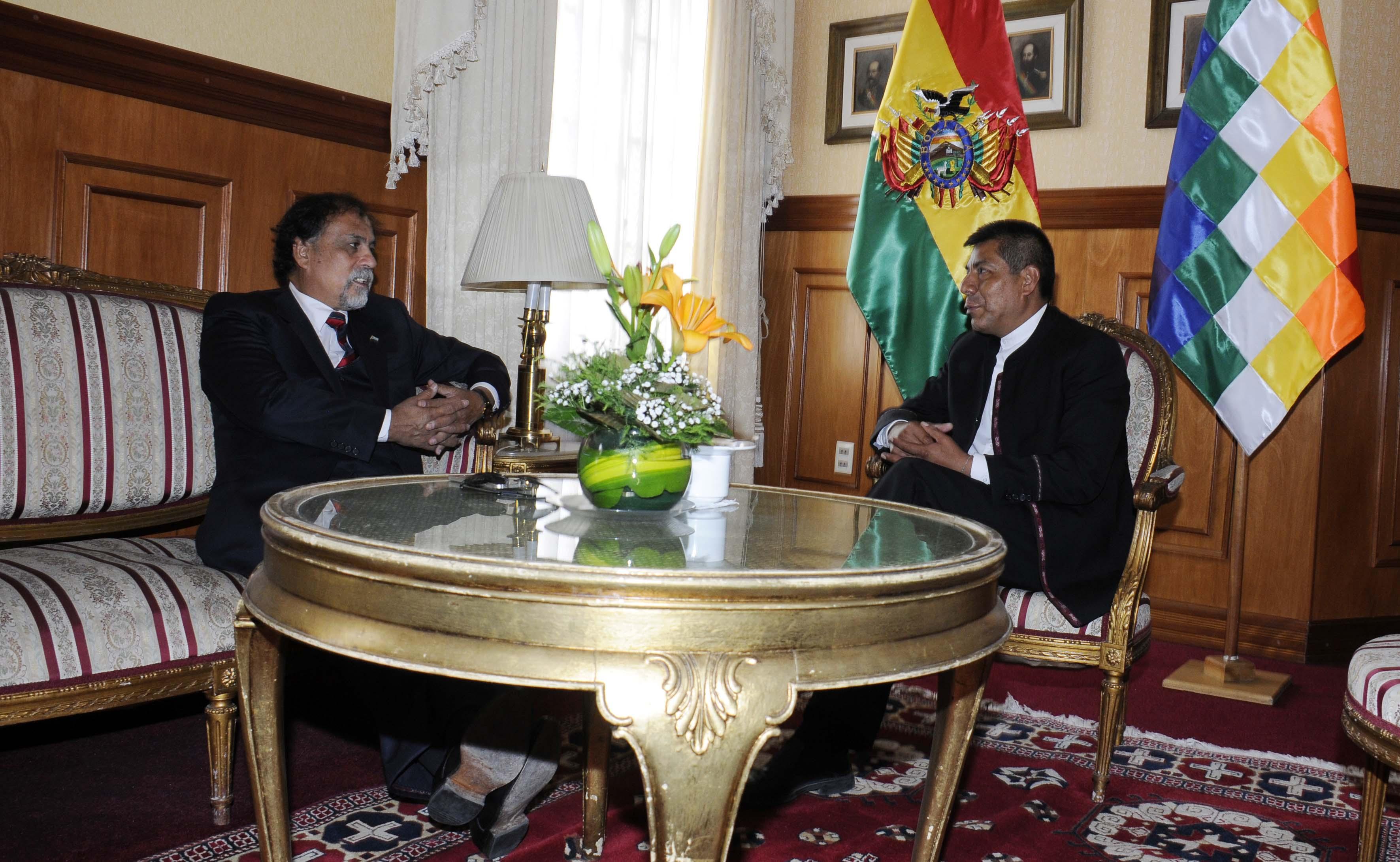 El canciller boliviano Fernando Huanacuni llamó al Embajador argentino Ernando Álvarez para pedir explicaciones.