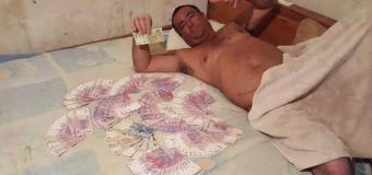 CORRUPCIÓN – Gobierno | Concejal del PRO-UCR se mostró desnudo con billetes.