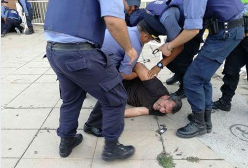 Aguiar, Secretario General de ATE-Río Negro es detenido por la Policía de Rio Negro tras repudiar a Macri.