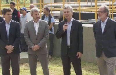 Macri quiere que el agua cueste a valor internacional aún en hogares pobres.