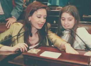 El juez macrista Claudio Bonadío quiere involucrar a Florencia Kirchner, que en ese momento tenía ¡12 años!