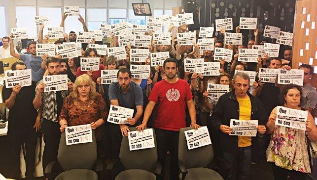 Los trabajadores del diario oficialista La Nación recibieron amenazas de la oficina de Recursos Humanos.
