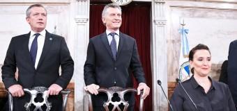 CONGRESO – Gobierno | Los aplausos forzados de la bancada oficialista y el discurso leido de Macri.