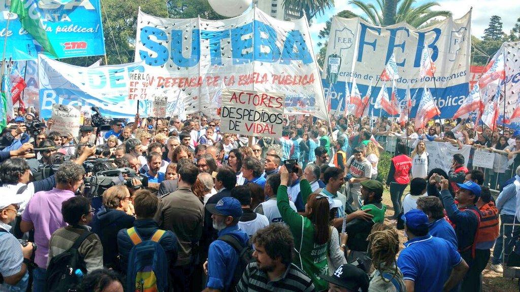 Casi 90.000 personas, de las que los docentes juntaron 60.000 manifestaron su repudio a María Vidal.
