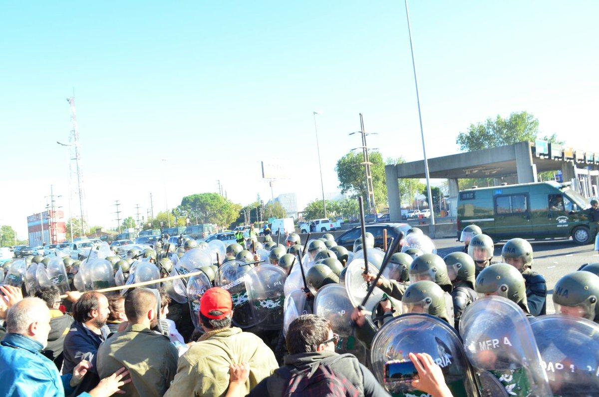 La Gendarmería atacó a los manifestantes. FOTO:PRENSA OBRERA.