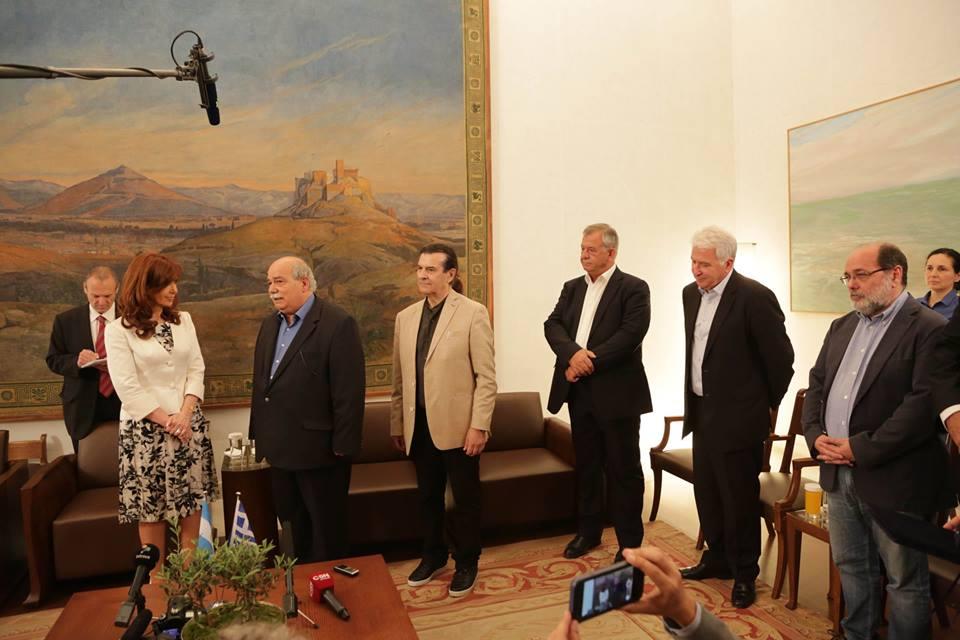 Cristina Fernández fue recibida en el Parlamento griego.  Previamente había tenido una entrevista con el Primer Ministro Alexis Tsipras.