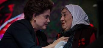 DERECHOS HUMANOS – Región | Madres de Plaza de Mayo dio el pañuelo de honor a Dilma Rousseff.