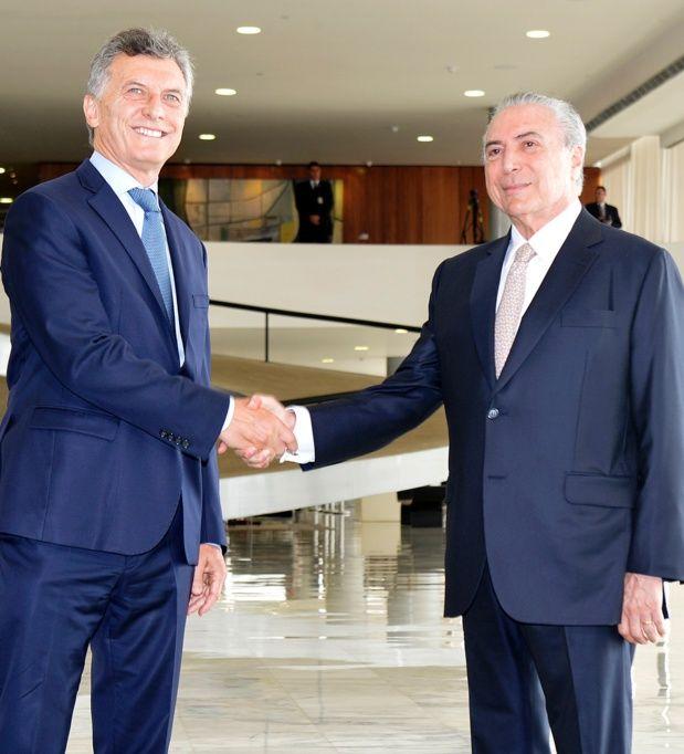 El golpista Michel Temer junto a su socio en la región Mauricio Macri durante su visita.