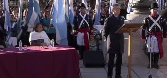 RÉGIMEN – Repudio | El escaso público que pudo acceder repudió a Macri en el Día de la Bandera.