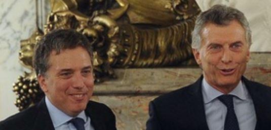 El Presidente Mauricio Macri y el Ministro Nicolás Dujovne. El régimen a punto de estallar.