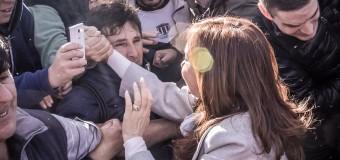 TRABAJADORES – Peronismo | Cristina Fernández fue a ver a los despedidos de Zárate.