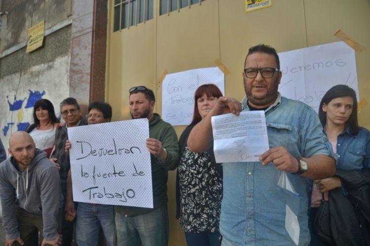 Los operarios de Fangraf defienden su fuente de trabajo. 25 familias despedidas.
