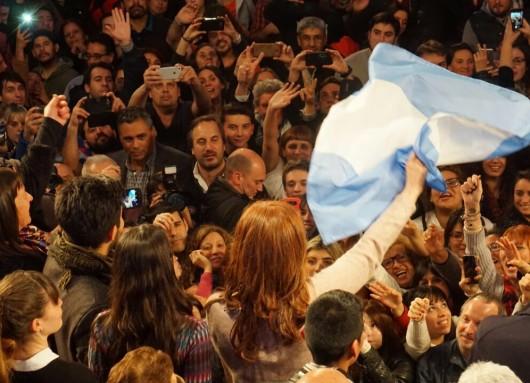 Cristina Fernández saludó a los argentinos que apoyan el proyecto democrático.
