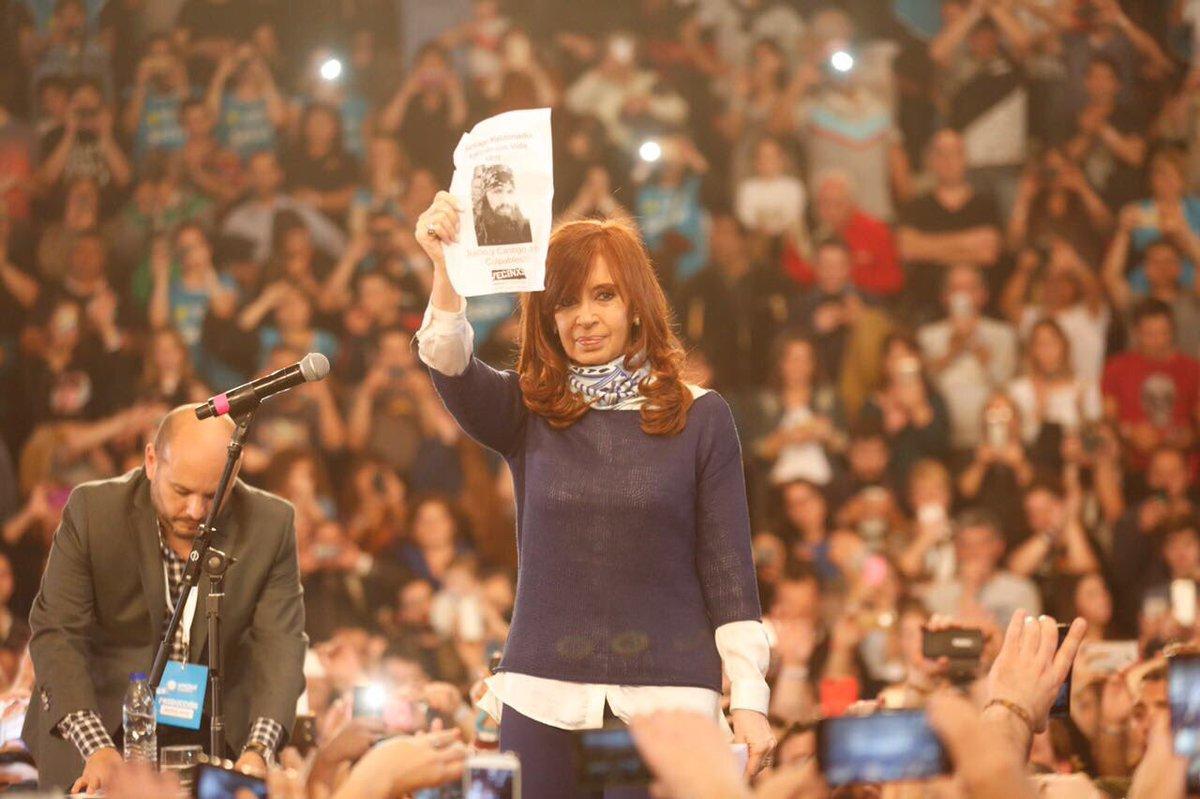 Cristina Fernández pidió que aparezca Santiago Maldonado en el acto por el triunfo en las PASO.