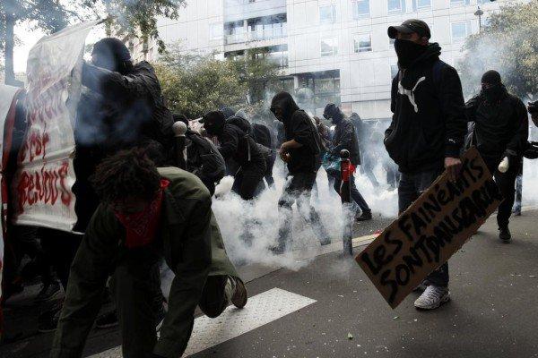 Disturbios en el régimen francés. Reprimen a trabajadores.