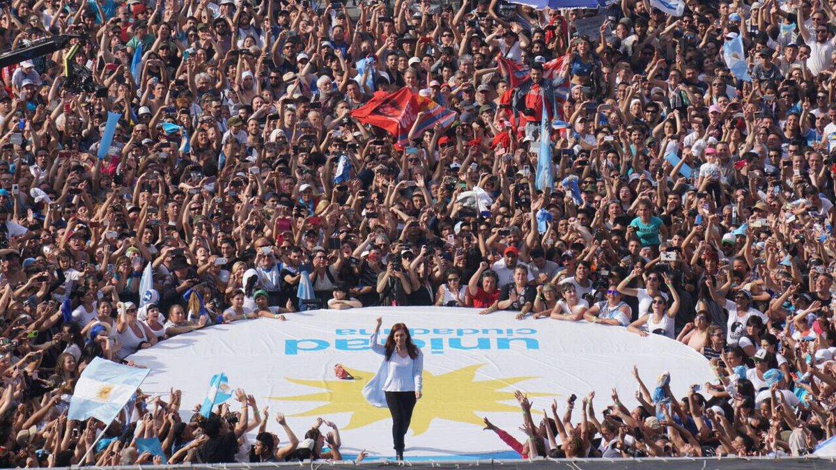 Casi 120 mil personas acompñaron a Cristina Fernández en el cierre de campaña.