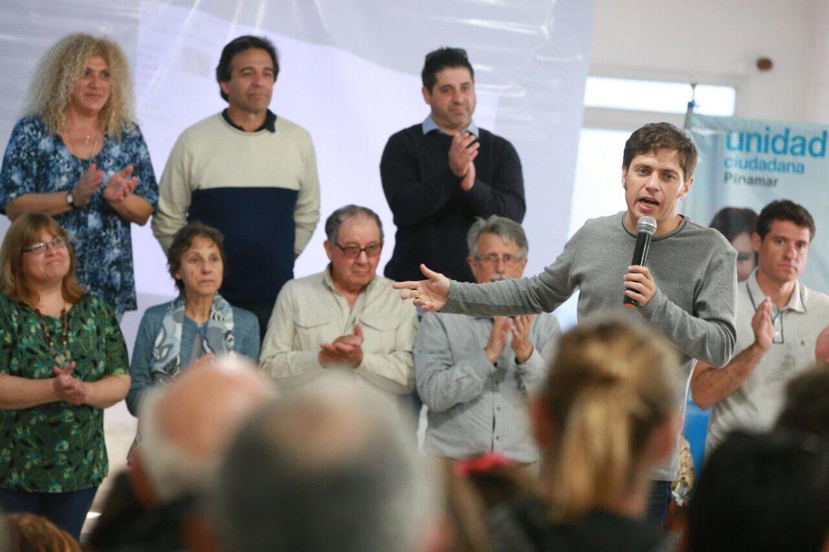Kicillof habló ante los vecinos en la sede del SUTERyH de Pinamar.