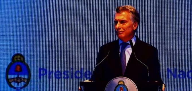 Macri tiene empresas de transporte y aumentará la tarifa un 100 %.