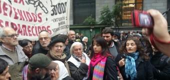 DERECHOS HUMANOS (XXIII) – Acto | Con infiltrados del Gobierno que provocaron incidentes terminó la marcha por Santiago Maldonado.