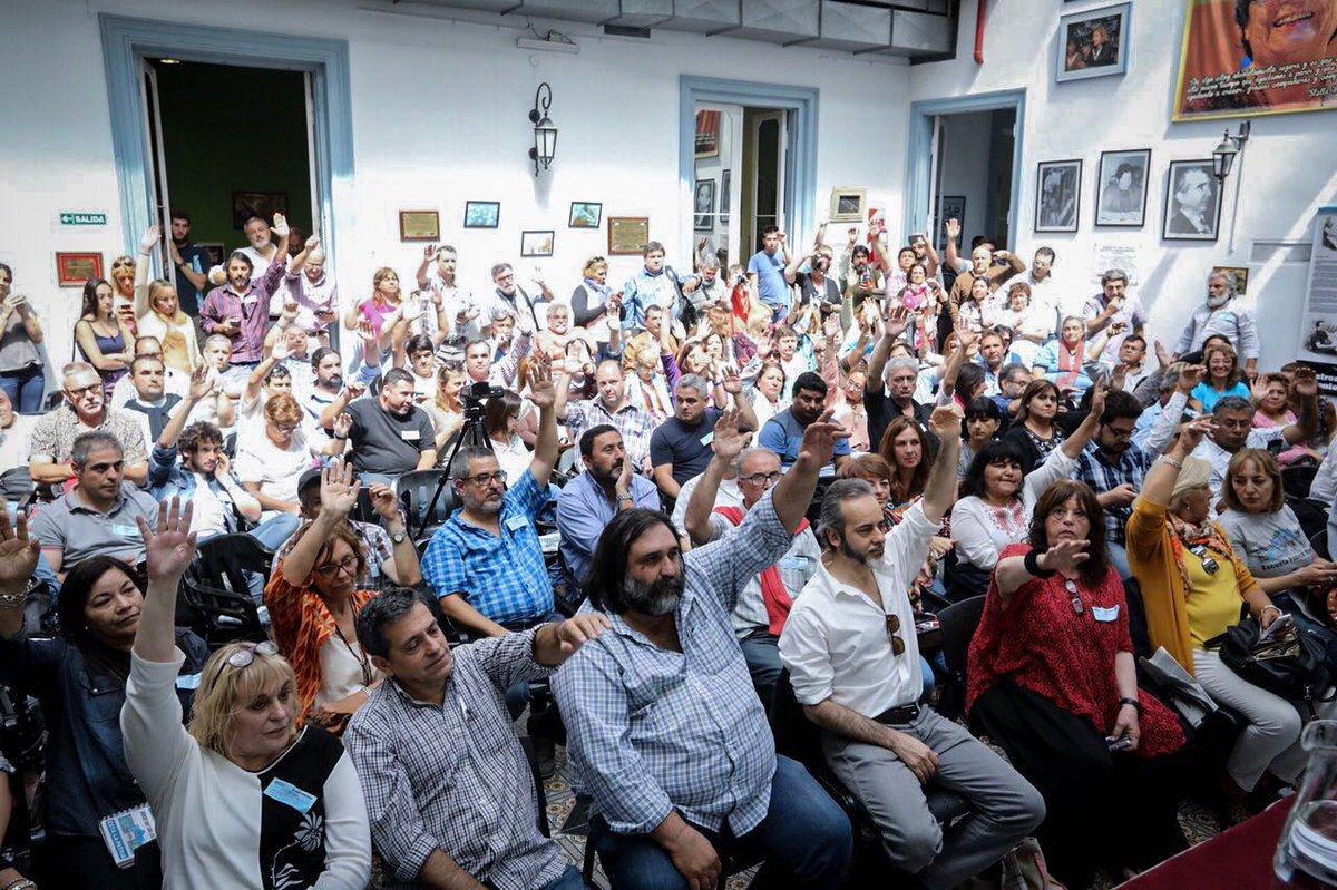 En asamblea la CTERA aprobó un paro nacional y movilización contra los intentos del régimen de quitar derechos a los trabajadores y jubilados.