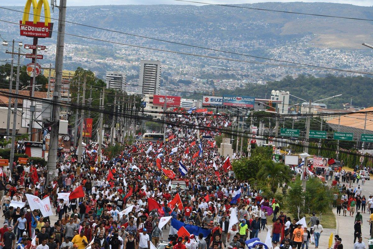 Caos, fraude y muertos en Honduras. El régimen perdió en lñas urnas y genera un desastre.