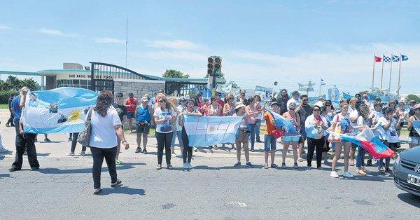 Los familiares del ARA San Juan son esquivados por el Presidente Mauricio Macri.