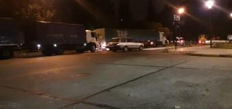 TRABAJADORES – Régimen | 21 F. En la medianoche cientos de camiones se ubican estratégicamente en las puertas de la Ciudad.