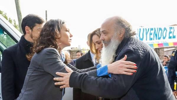 Carolina Stanley y María Vidal muy afectuosas con Emilio Pérsico del Movimiento Evita.