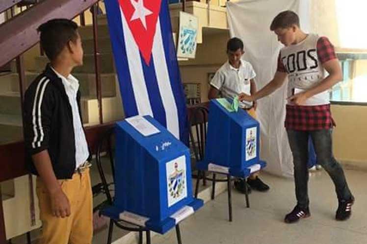 cuba-joven-votando_PrensaLatina