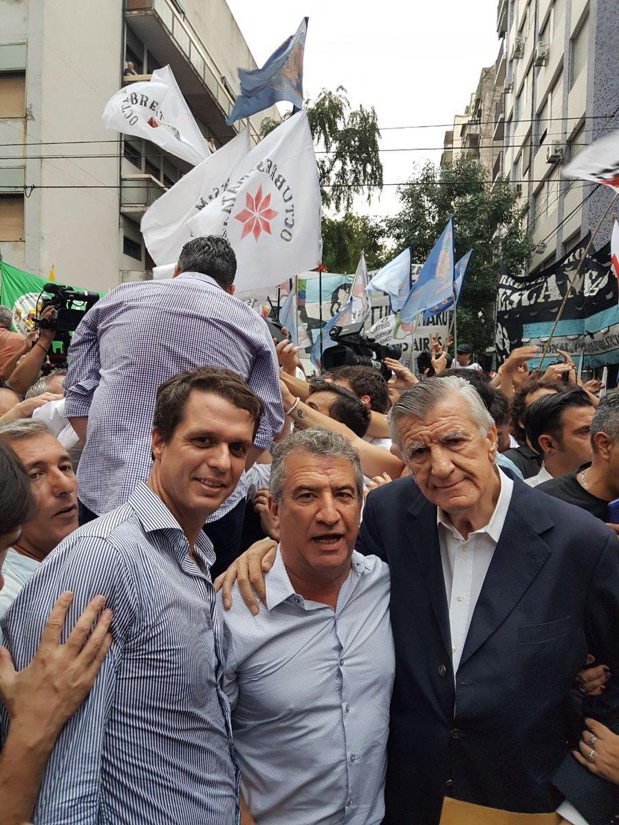 Sergio Urribari y José Luis Gioja, resistiendo la intervención del Partido Justicialista.