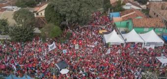 REGIÓN – Brasil | Multitudinaria manifestación en los alrededores de la cárcel en la que el régimen retiene a Lula.