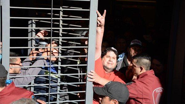 Momento en el que la Policía de Rodríguez Larreta detiene al Delegado Néstor Segovia.