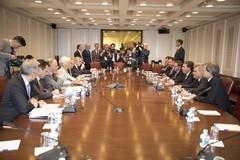 ECONOMÍA – Régimen | Cara a cara con Cristine Lagarde, el Ministro Dujovne negocia la entrega de la Argentina al FMI.