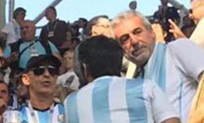 Gustavo Arribas (izquierda), titular de la AFI y Daniel Awada (derecha, de frente) hermano de Juliana y explotador laboral.