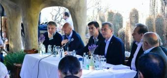 TARIFAZOS – Régimen | Macri anunció el veto junto a su aliado Juan Manuel Urtubey.