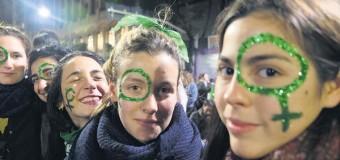 EDITORIAL – POLÍTICA | ¿Quién devuelve a las adolescentes de pañuelo verde a sus casas?