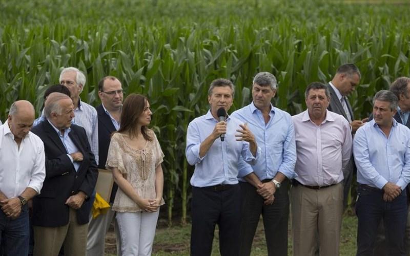 Macri favorece a los sojeros y le pide sacrificios al resto de la población.
