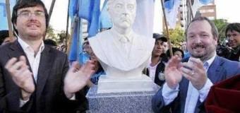 GRIETA INSALVABLE – Régimen | El macrismo ordena sacar busto del ex Presidente Kirchner en Morón.