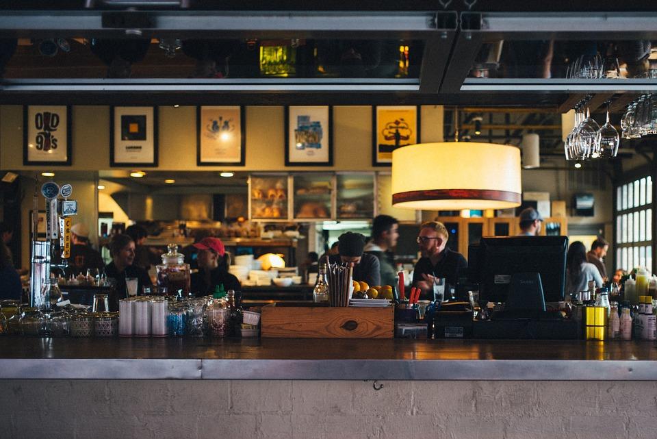 Los bares y restaurantes solo quieren efectivo.