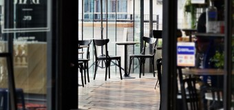 ECONOMÍA – Régimen | Por miedo a feriado bancario, Bares y Restaurantes solo cobran en efectivo.