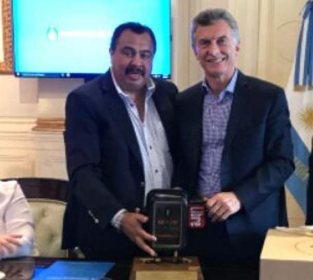José Ibarra (Choferes de Taxi) con el jefe del régimen Mauricio Macri.