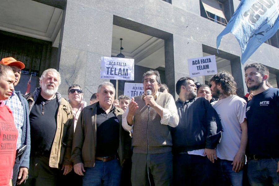 Marcha en contra de los tarifazos en la puerta de la Secretaría de Energía.